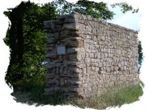 Limesmauer am Dennenloher See